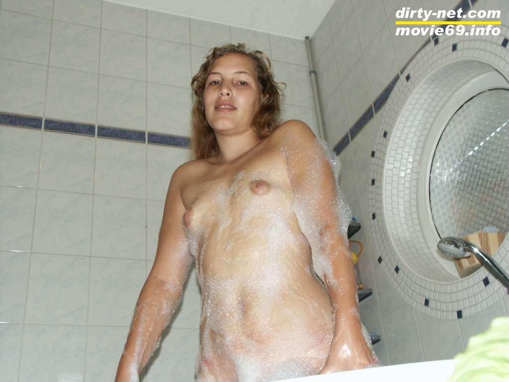 Nackt Duschen nach Orgie
