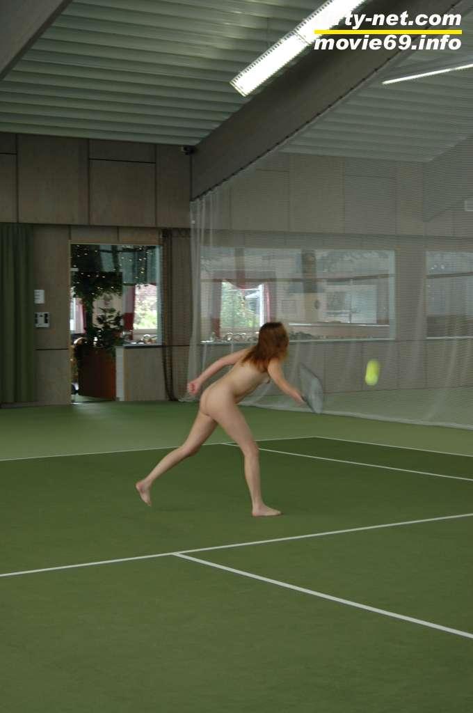 Sexy Tennis Match mit Spermateenie Nathalie