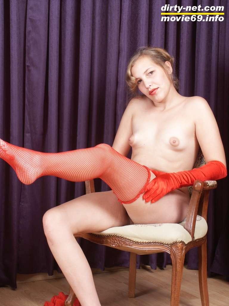 Nathalie in roten Strümpfen