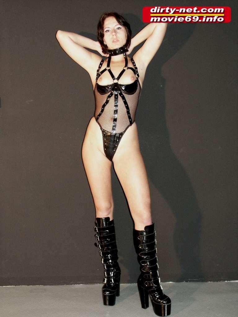 Submissive Slave Laura stript